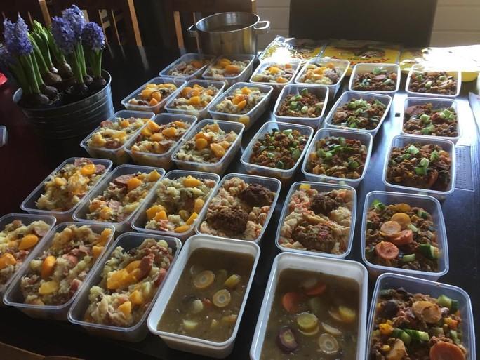 Ciska Hoefnagel (60) kookt voor anderen: 'Iedereen helpt elkaar in Hazerswoude-Dorp'
