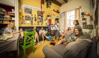 Emel Lagas, publiekslieveling van Typisch Leiden: 'Bij die studenten word ik wél op handen gedragen'
