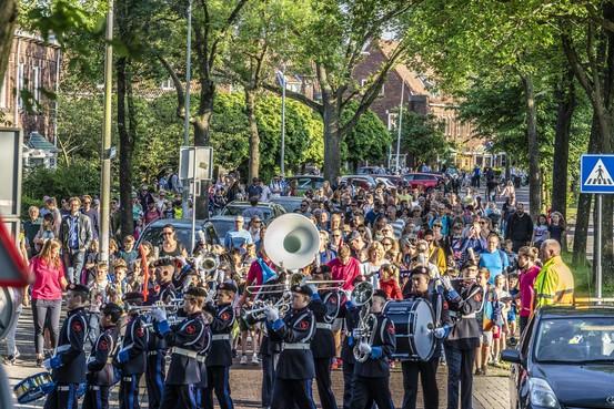 Ruim duizend kinderen voltooien wandelweek in Leiden