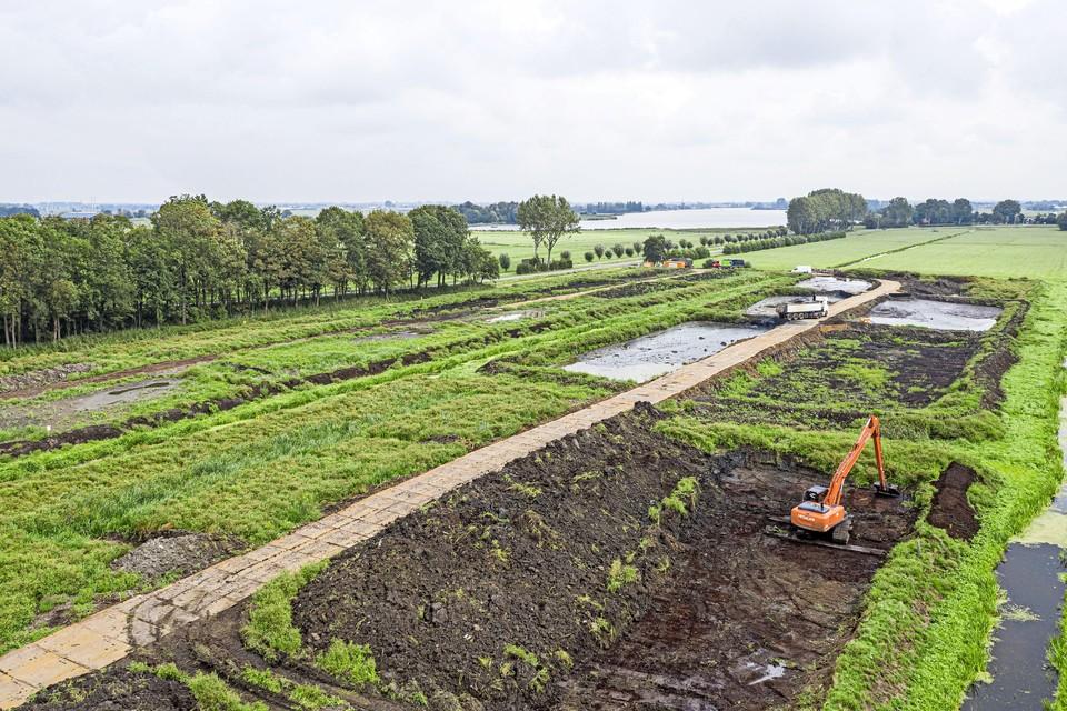 De omstreden baggerstort langs het gedeelte van de N446 tussen tussen Hoogmade en Woubrugge.