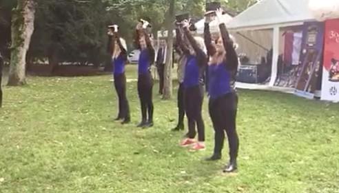 'Ga lekker zitten, schat', bij 3 October University [video]