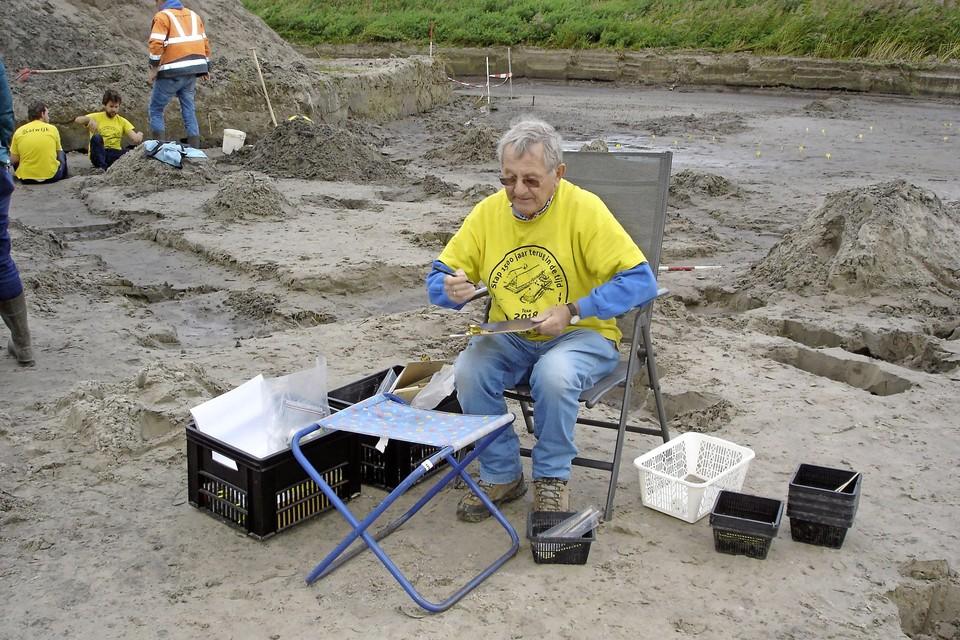 Amateurarcheoloog Pierre van Grinsven genoot in 2018 van de opgraving in de Zanderij in Katwijk: 'mooiste opgraving van mijn leven'.
