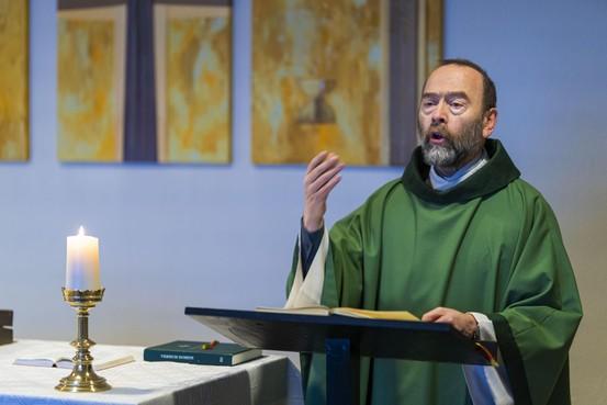 Pastoor Michel Hagen vertrekt uit de Leidse regio: 'Als herder waak ik over mijn schapen'