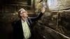 Archeoloog Tom Buijtendorp steekt met literaire thriller 'De geheime oorsprong' Dan Brown en Umberto Eco naar de kroon [video]
