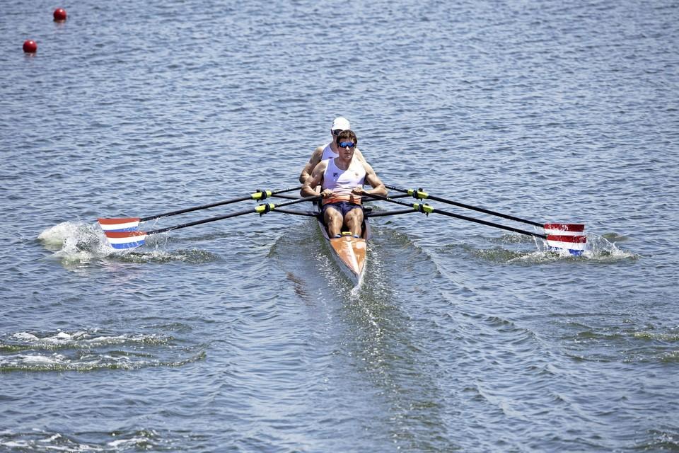 Melvin Twellaar en Stef Broenink in actie in de dubbel twee tijdens hun serie op de Sea Forest Waterway.