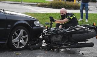 Motorrijder met engeltje op z'n schouder: bestuurder komt er zonder kleerscheuren vanaf bij ongeluk in Leiden