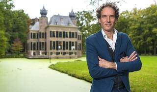 Podcast over Jan Wolkers; biograaf Onno Blom neemt luisteraar mee door Oegstgeest [video]