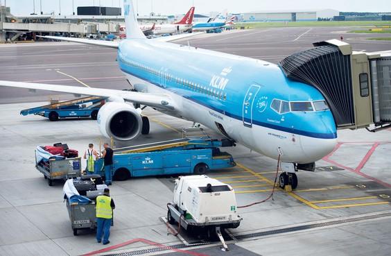 Medewerkers facilitair bedrijf KLM weer in actie