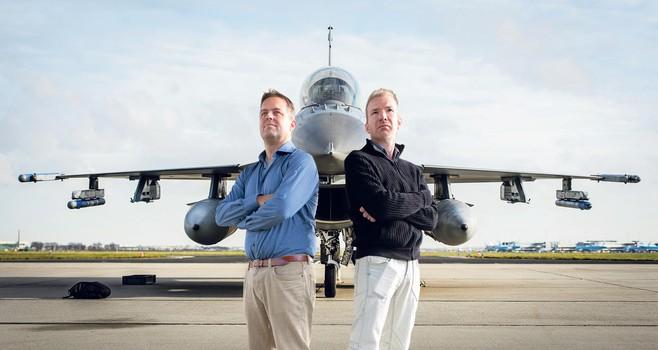 Meevliegen zit er niet in, F-16-vliegers gunnen schrijvers uit Haarlem en Leiden wel bijzondere blik in hun wereld