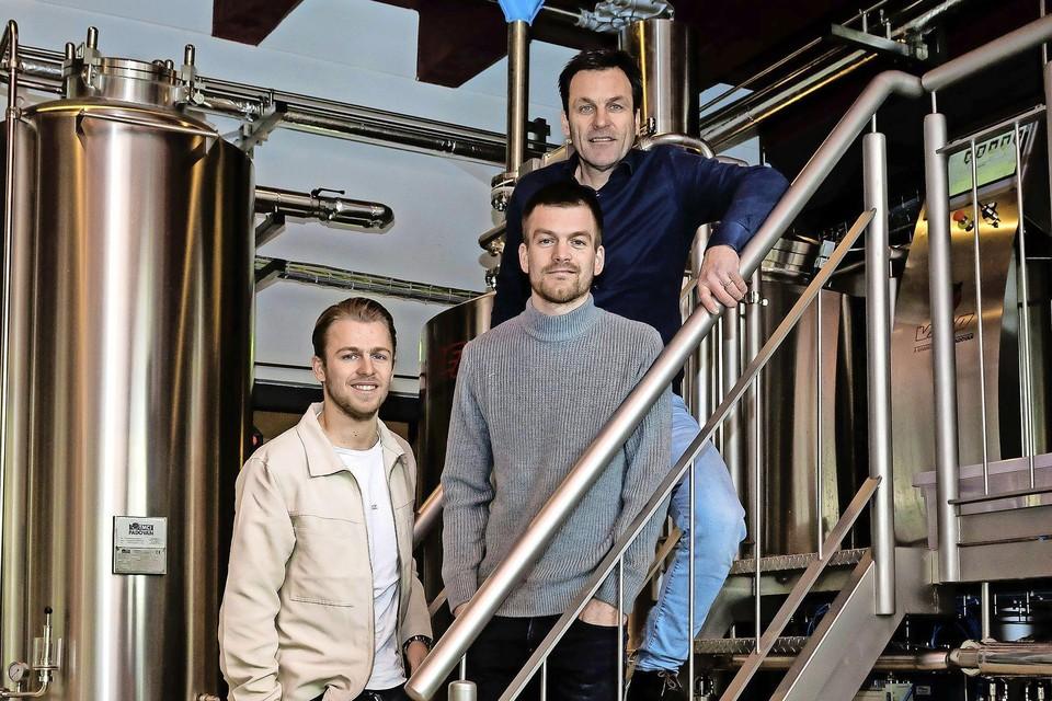 Tim, Thierry en Jacques Brinkman in brouwerij De Uddelaer.