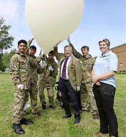 Engelse ballon van Royal Air Force eindigt op Katwijks strand