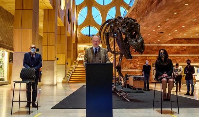 Burgemeester 'overhandigt' kopie van Trix aan ambtgenoot in Nagasaki, Naturalis maakt van 2023 een Sieboldjaar
