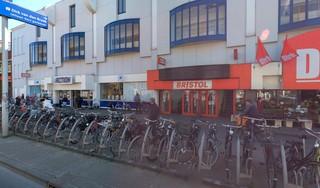Bristol aan Langegracht in Leiden gaat sluiten: 'De locatie is niet meer van deze tijd'