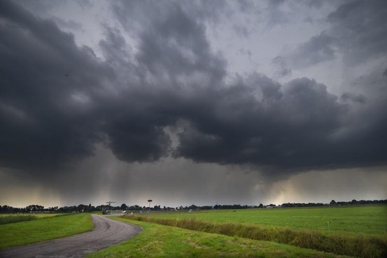 KNMI: zware hagelbui op komst in Zuid-Holland