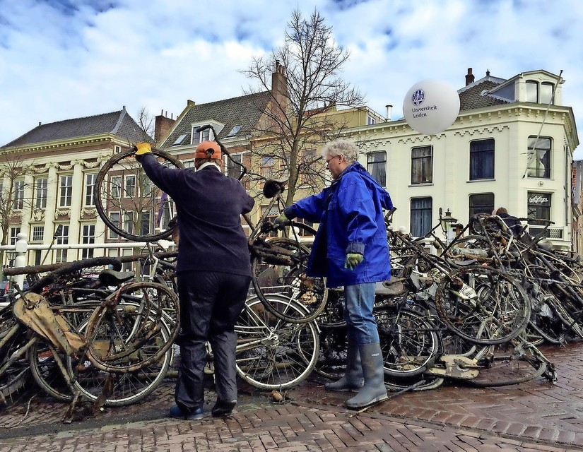 Een 'fietskasteel' in het hart van Leiden, de vangst van een paar uurtjes vissen met sterke magneten en dreggen.