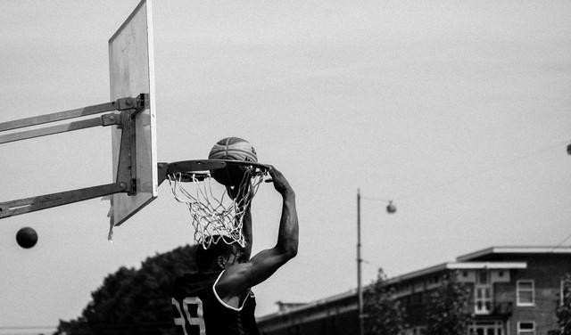 ZZ-basketballers laten buiten het veld hun creatieve geest de vrije loop in 'Behind the Arc'