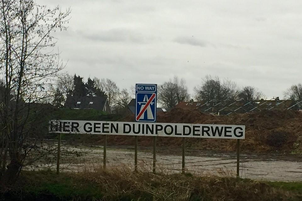 De Duinpolderweg leidde tot veel protesten bij toekomstige omwonenden.