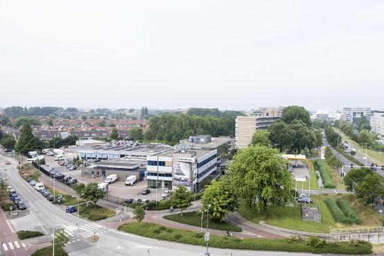 Plan voor woontorens aan de Plesmanlaan in Leiden, in de plaats van schaatshal en garages
