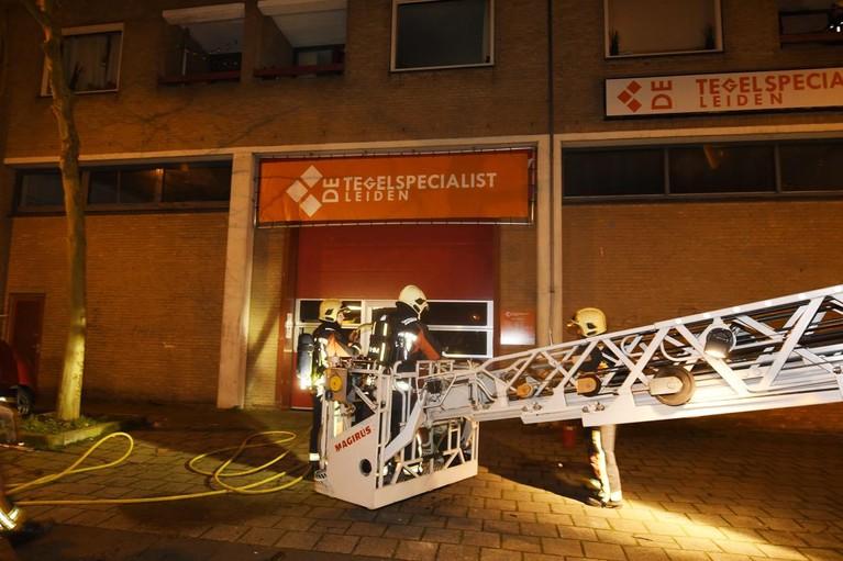 Brand in appartement Leiden, buurvrouw wekt slapende bewoonster