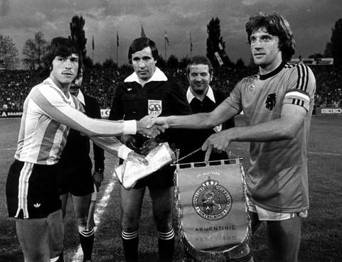 Toen er op 22 mei nog wél gesport werd: Oranje maakt kennis met Maradona, het 'nieuwe wonder' van Argentinië