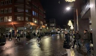 Dreigende sfeer op Rijnplein in Alphen, politie voorkomt rellen - in Leiden oproepen om te gaan 'koffiedrinken'