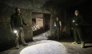 Boswachters zijn klaar met feestende jongeren in Katwijkse bunkers: 'Ze laten veel rotzooi achter en het is ontzettend gevaarlijk' [video]