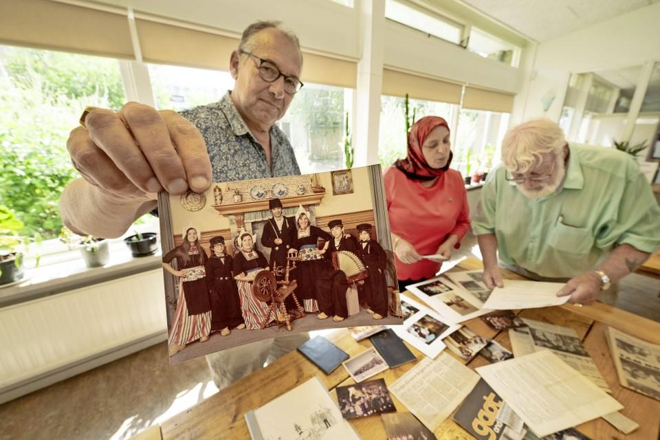 Historicus Cor Smit, Emine Güney en Bram Pater van het Turks Archief Leiden.
