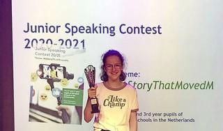 Leidse scholiere Jeanne wint met verhaal over gevlucht Syrisch meisje Engelstalige speechwedstrijd: 'Het verhaal van Aya raakte mij enorm'