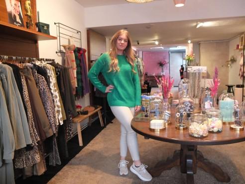 18-jarige Danielle opent zaak in Leiden: 'Gaaf om mensen in mijn kleding te zien'