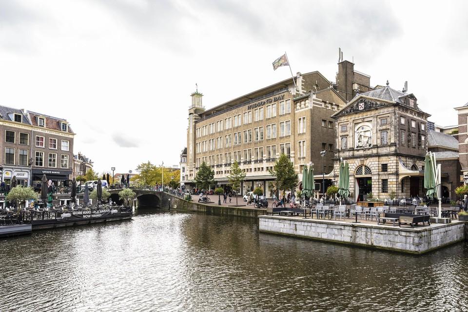 Volgens nog onbevestigde berichten is het vroegere pand van Vroom en Dreesmann in handen gekomen van Leidenaar Alexander van Nimwegen.