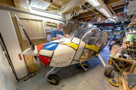 Leiderdorper bouwt eigen vliegtuig in schuur: 'Straks vlieg ik naar Portugal'