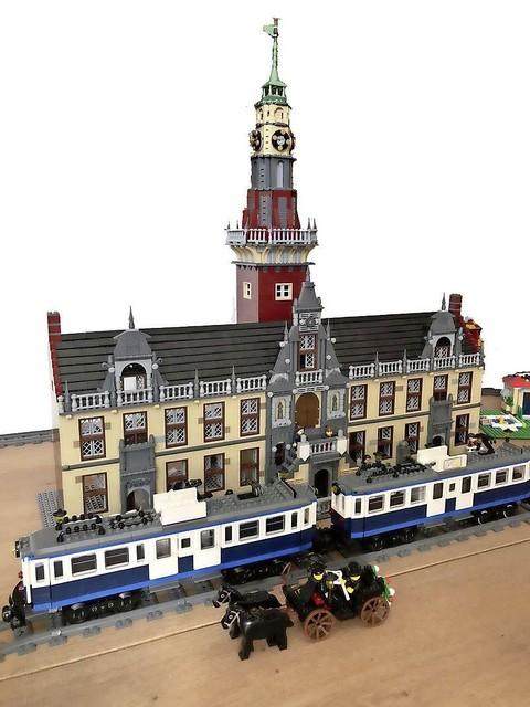 HVOL-vicevoorzitter Jan-Jaap de Haan bouwde al eens het Leidse stadhuis op uit Lego, compleet met blauwe tram