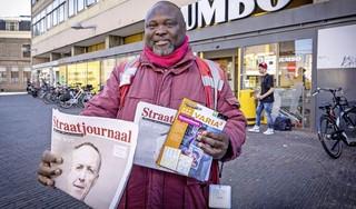 Groot verdriet achter de glimlach van Straatjournaalverkoper Victor Okoro (45): 'Als mijn oom mijn moeder niet had vermoord, leidde ik nu een welvarend leven'