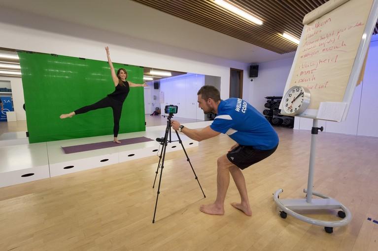 Corona-fit dankzij sportschool thuis: Azzurro Wellness in Noordwijk biedt online fitnesslessen [video]