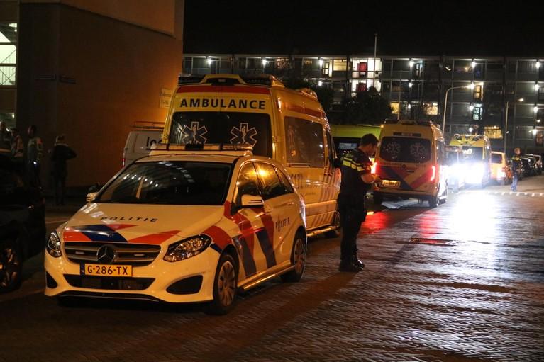 Vrouw gewond bij keukenbrand op zevende etage van flatgebouw in Katwijk [update] [video]