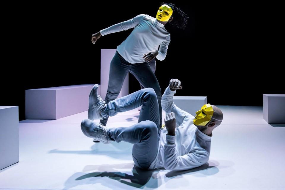 Scène uit de dansvoorstelling 'Answers'.