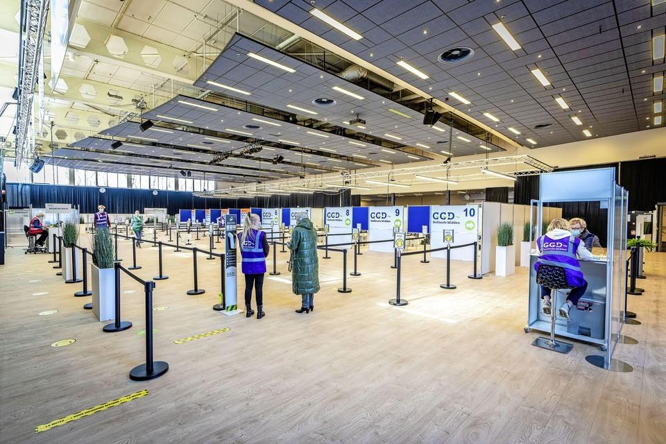 Een dramatisch begin voor de nieuwe priklocatie van de GGD bij congrescentrum Leeuwenhorst in Noordwijkerhout.