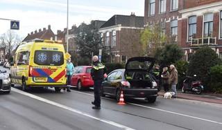 Automobilist raakt gewond bij kop-staartbotsing voor zebrapad in Leiden