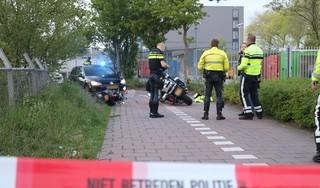 Achtervolging eindigt op het asfalt in Katwijk. Drie gewonden, waaronder een motoragent, en twee aanhoudingen