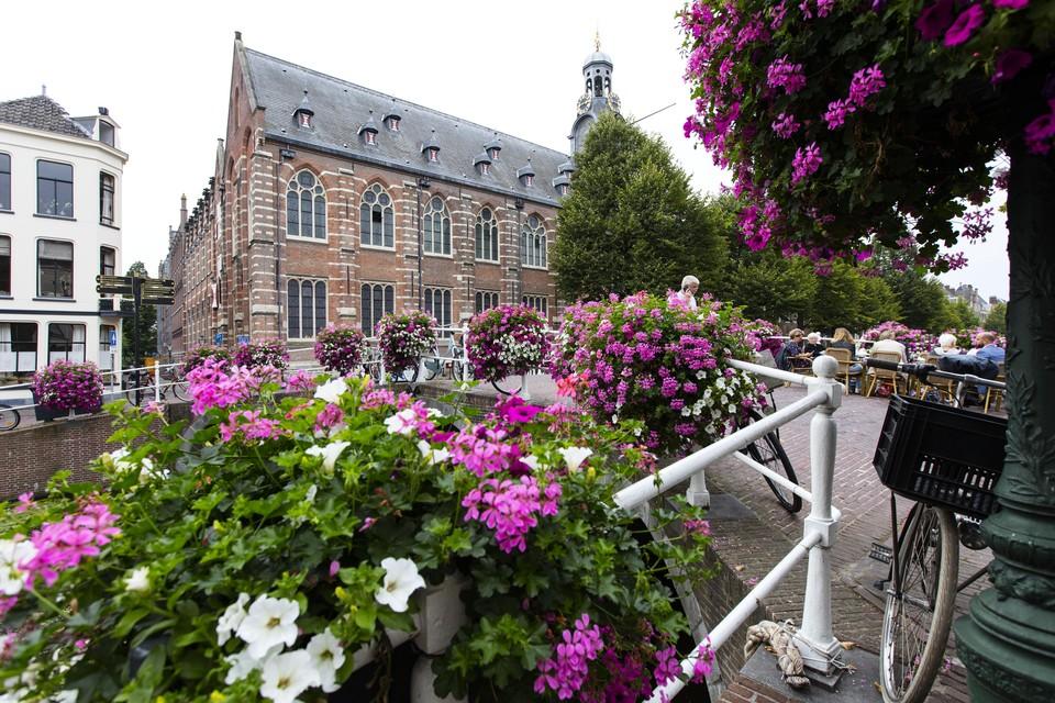 De universiteit gaat met ingang van nieuwe collegejaar weer volop open.