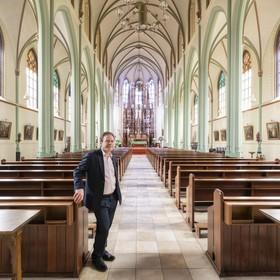 Voorschotense pastoraal werker Dirk Gudde moet werk neerleggen na aangaan nieuwe relatie: 'Ik heb er begrip voor'