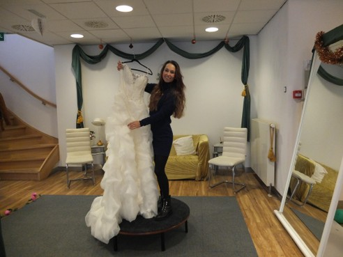 Verpleegkundige Paola begint eigen bruidswinkel in Hillegom: 'Dit is de kers op de taart'