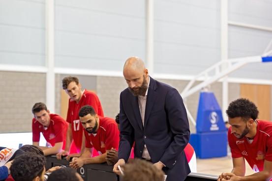 Voormalig NBA-speler Geert Hammink is de nieuwe coach van ZZ Leiden