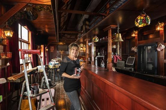 Ons Cafeetje van 'rookactiviste' Marina Bosman keert terug op Morsweg in Leiden