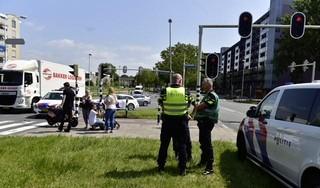 Agent maakt inschattingsfout en rijdt scooterrijdster omver in Leiderdorp