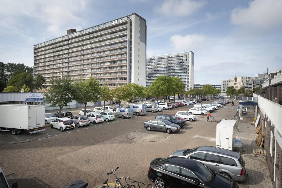 De parkeerplaatsen op het Hoornesplein, achter winkelcentrum Hoornespassage in Katwijk-Noord.