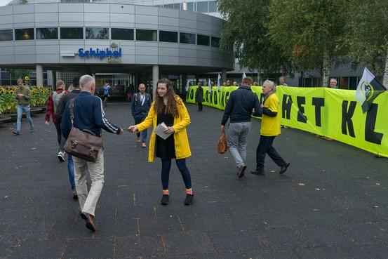 Greenpeace kiest voor meerdaags 'protestfestival' op Schiphol: 'tijd om grote vervuiler Schiphol wakker te schudden'
