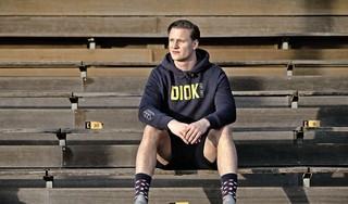 Alsof je met een bakfiets een sneltrein moet bijhouden, DIOK-rugbyer Daan van der Avoird drijft zijn tegenstanders wekelijks tot wanhoop [video]