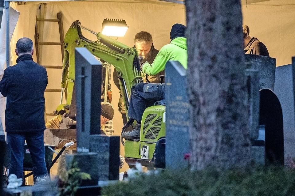 De politie deed in januari onderzoek in een graf op een kerkhof in Maastricht naar de verdwijning van Tanja Groen. Er werden geen stoffelijke resten van de Schagense aangetroffen.