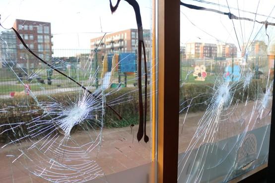 Rijnsburgse snackbareigenaar Ouwersloot boos en verontwaardigd over vandalisme